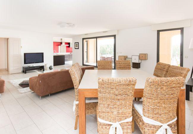Apartment in Aix-en-Provence - Appartement T4 150 m² place François Villon