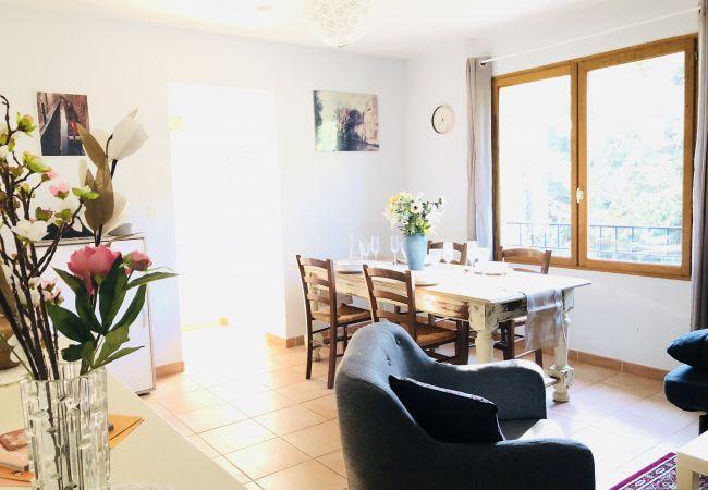 Apartment in Aix-en-Provence - APPARTEMENT AVEC TERRASSE ET JARDIN LE FONTENAILLE